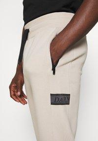 Daily Basis Studios - DAILY BASIS JOGGERS - Spodnie treningowe - taupe - 5