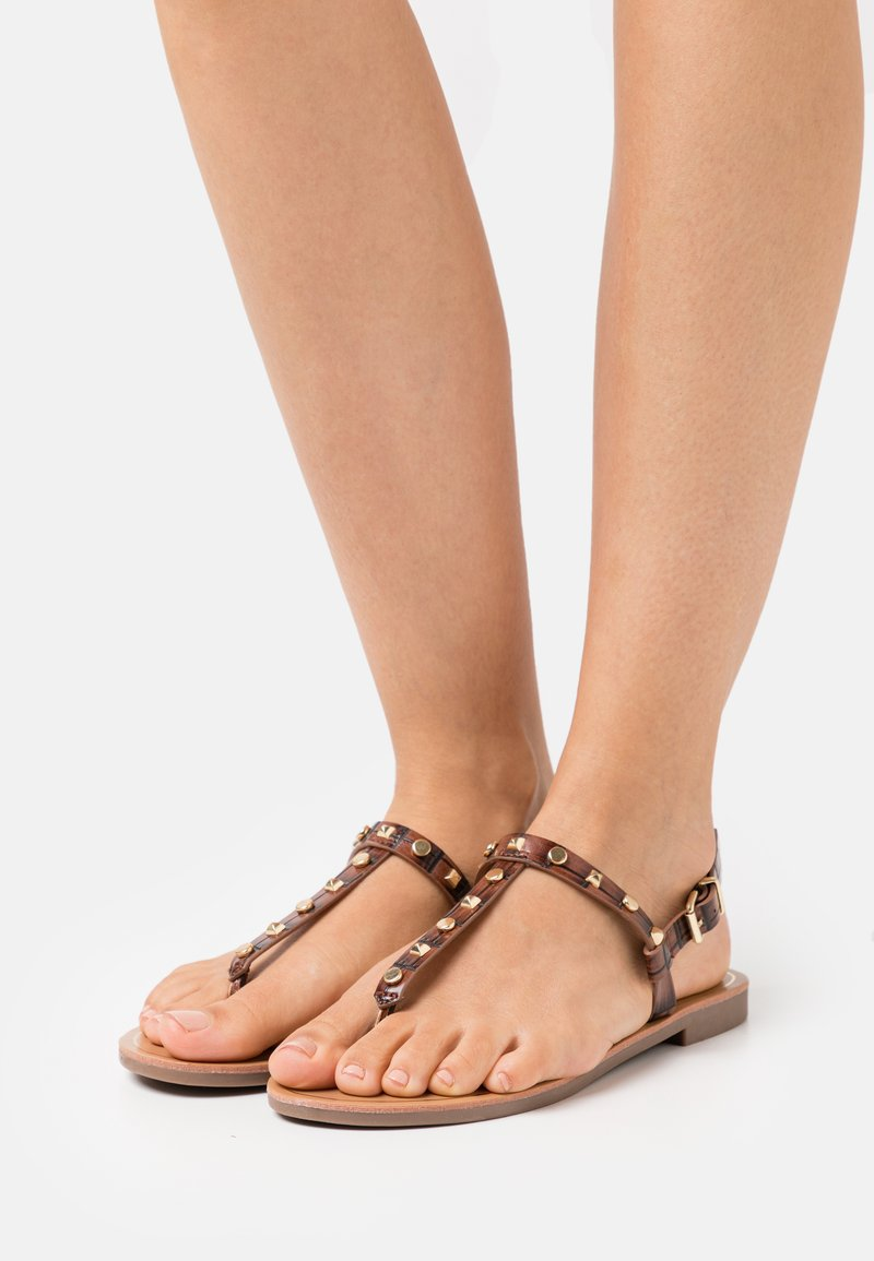 ONLY SHOES - ONLMELLY STRUCTURE STUD  - Japonki - brown