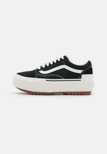 OLD SKOOL STACKED - Sneakers laag - black/blanc