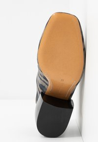 By Malene Birger - LYLA - Pantofle na podpatku - dark grey - 6