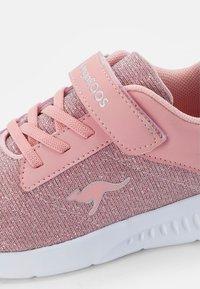 KangaROOS - CALLES - Sneaker low - frost pink metallic - 5