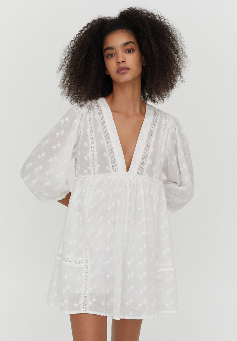 PULL&BEAR - MIT SPITZE - Day dress - white
