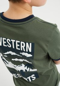 WE Fashion - T-shirt print - army green - 2