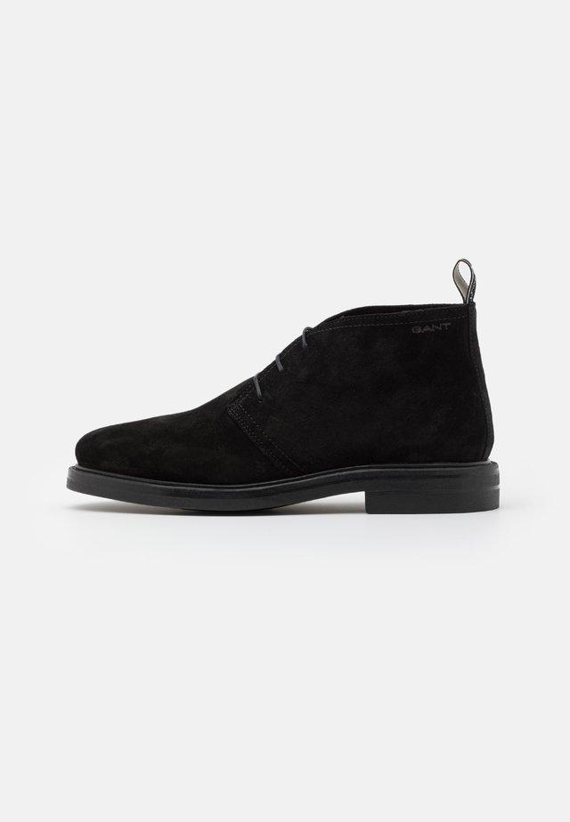 KYREE - Chaussures à lacets - black