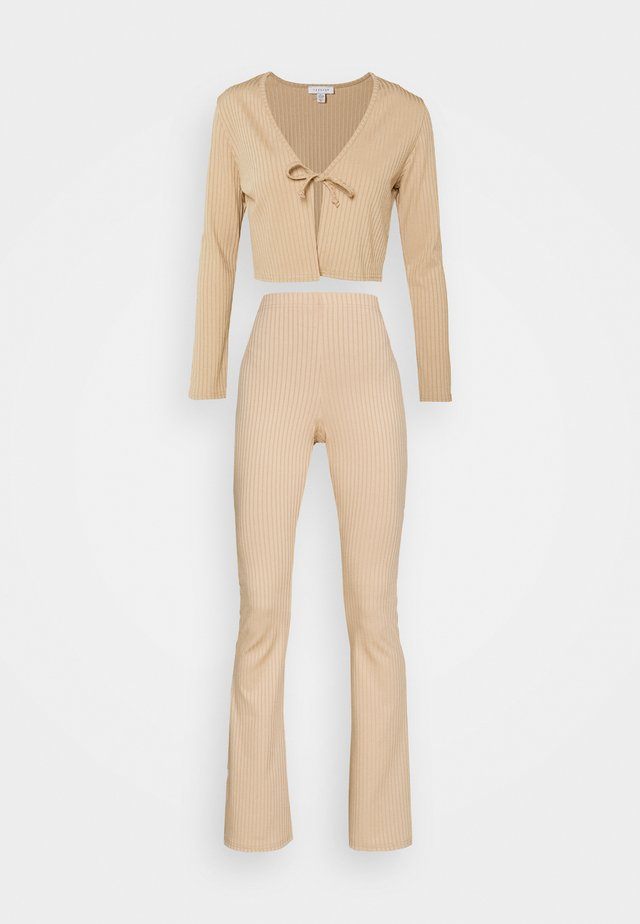 FLARE AND TIE FRONT SET - Gilet - sand