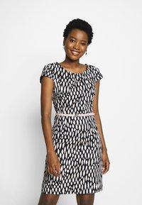 comma - KURZ - Denní šaty - black - 0