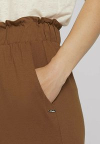 TOM TAILOR DENIM - PAPERBAG CULOTTE WITH POCKETS - Trousers - amber brown - 4