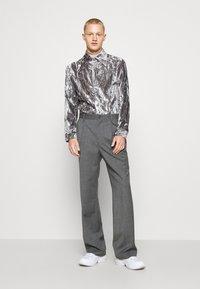 Martin Asbjørn - JOSHUA SHIRT - Shirt - silver grey - 4