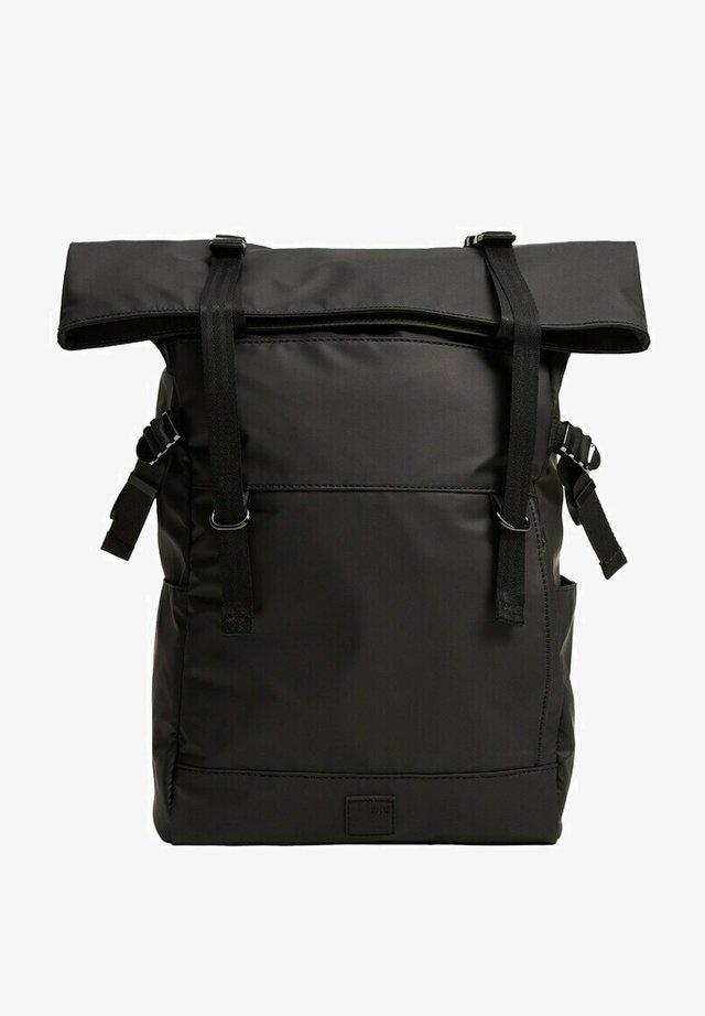 Batoh - svart