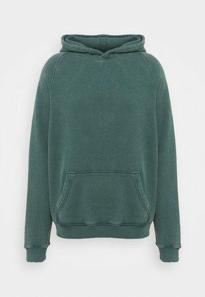 HEAVYWEIGHT HOODED RAGLAN - Hoodie - fade out green