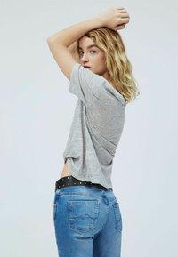 Pepe Jeans - DAPHNE - Basic T-shirt - gris marl - 2