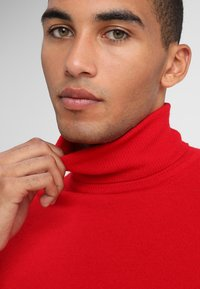 Benetton - BASIC ROLL NECK - Svetr - red - 3
