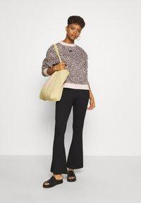 Nike Sportswear - PACK CREW - Sweatshirt - particle beige - 1