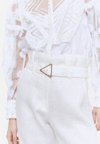 Uterqüe - MIT SCHNALLE - Trousers - white - 3