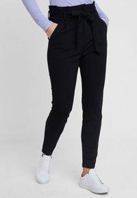 Vero Moda - VMEVA LOOSE PAPERBAG PANT - Pantalones - black - 0