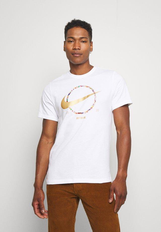 PREHEAT - T-shirt de sport - white