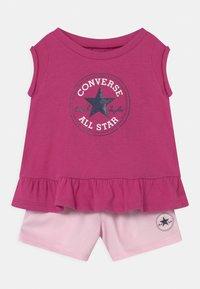 Converse - CHUCK PATCH SET - T-shirt con stampa - active fuchsia - 0