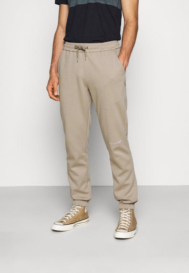 BASIC LOGO JOGGERS - Spodnie treningowe - beige