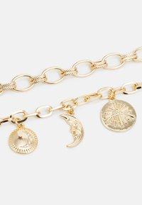 Monki - SOPRANO BRACELET 2 PACK - Bracelet - gold-coloured - 2