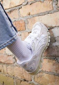 ASICS SportStyle - GEL-KAYANO 5 360 - Sneakers - white/cream - 4