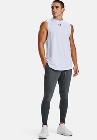 Under Armour - HYBRID - Tracksuit bottoms - pitch gray - 1