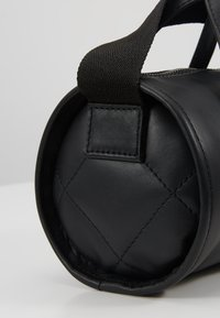 KIOMI - LEATHER - Handbag - black - 6