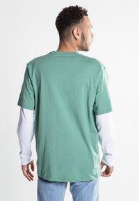 Carhartt WIP - Basic T-shirt - catnip - 2