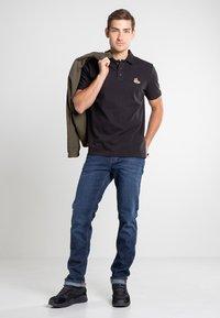 Timberland - BOOT LOGO - Polo shirt - black - 1