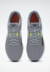Reebok - REEBOK RUNNER 4.0 SHOES - Zapatillas de running estables - grey - 1