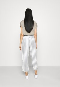 ONLY - ONLASTRID CULOTTE PANTS  - Trousers - cloud dancer/silver conce - 2