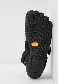 Vibram Fivefingers - V-AQUA - Boty na vodní sporty - black - 4