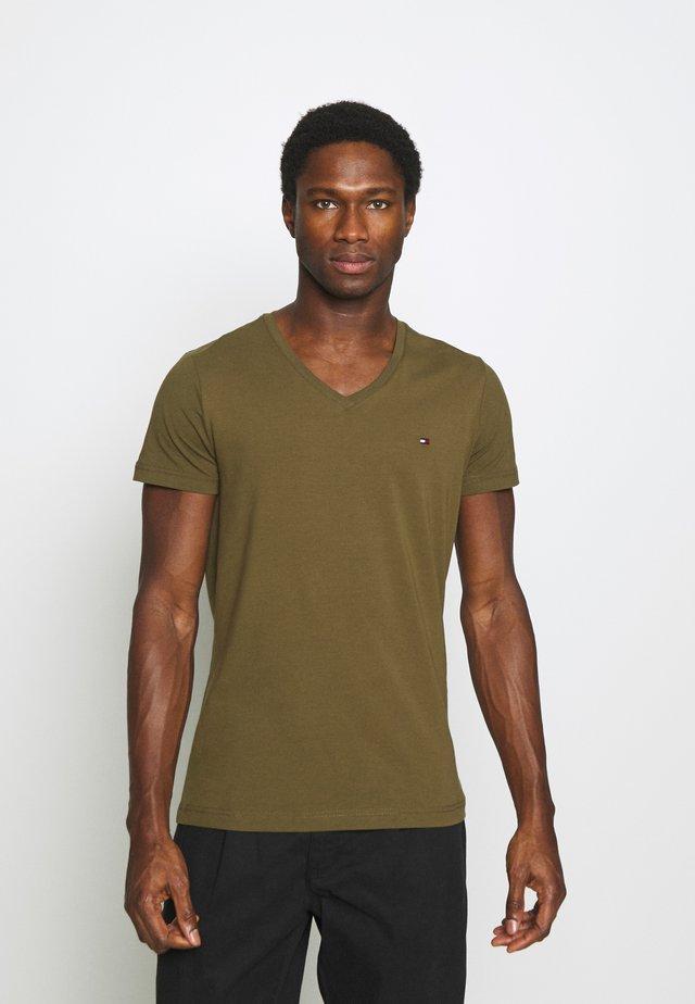 STRETCH V NECK TEE - Jednoduché triko - dark olive
