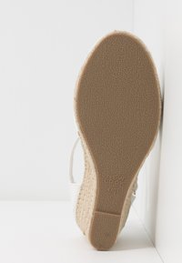 New Look Wide Fit - WIDE FIT SWIGGLE - Cuñas - white - 6