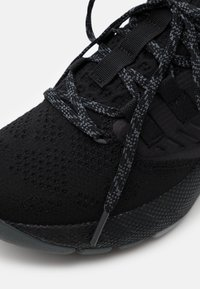 Under Armour - PROJECT ROCK 3 - Sports shoes - black - 5