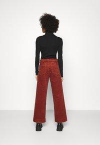 GAP - FULL LENGTH WIDE LEG - Trousers - copper beech - 2