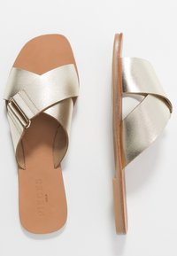 Pieces - PSNEA  - Slippers - gold - 3