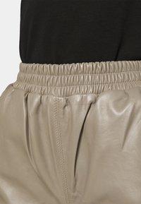 JUST FEMALE - ROY TROUSERS - Pantalon en cuir - grey - 4
