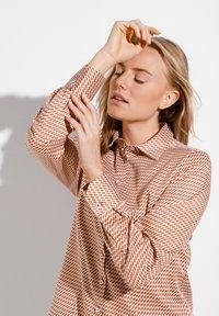 Eterna - MODERN CLASSIC - Button-down blouse - braun/weiß - 2