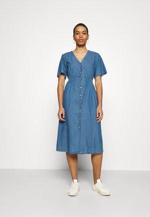 SLFCLARISA V NECK DRESS  - Denim dress - medium blue denim