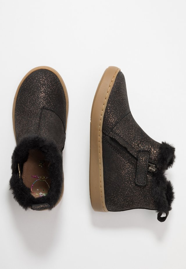 PLAY YETI - Classic ankle boots - black/gold