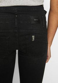 Liu Jo Jeans - RAMPY - Jeans slim fit - black denim - 4