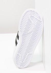 adidas Originals - SUPERSTAR FOUNDATION - Sneakers basse - white - 4
