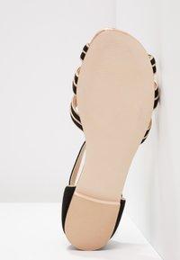 mint&berry - Sandals - black/gold - 5