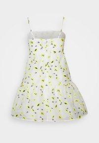 Never Fully Dressed - FLOWER ORGANZA MINI DRESS - Denní šaty - white - 1