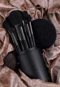 Luvia Cosmetics - PRIME VEGAN PRO BLACK EDITION - Kit pennelli - - - 9