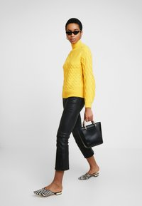 Dorothy Perkins - CABLE JUMPER - Trui - Yellow - 1