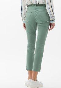 BRAX - STYLE SHAKIRA  - Jeans Skinny Fit - sage - 2