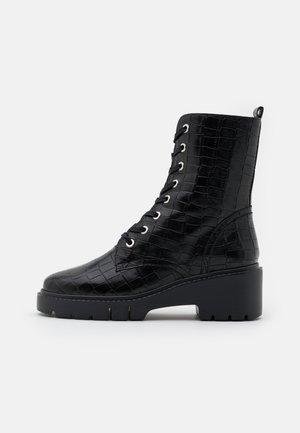 JRISO - Kotníkové boty na platformě - black malasia