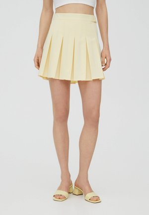 MIT KELLERFALTEN UND SCHNALLE - Pleated skirt - beige