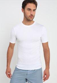 Zalando Essentials - 3 PACK - Aluspaita - white - 1